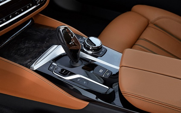 autelvn-chao-don-bmw-5-series-the-he-moi-2017-14