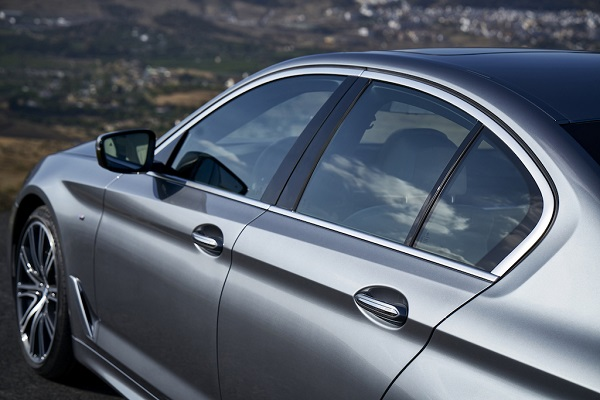 autelvn-chao-don-bmw-5-series-the-he-moi-2017-21