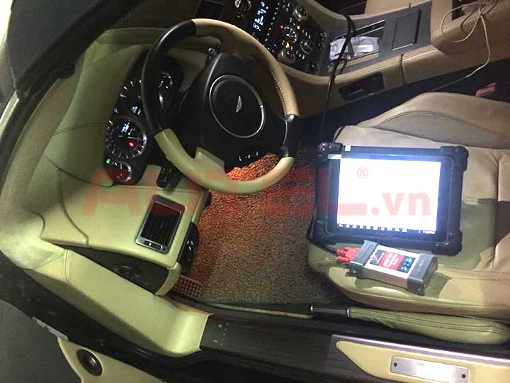 Xóa lỗi Aribag xeAston Martin 2009